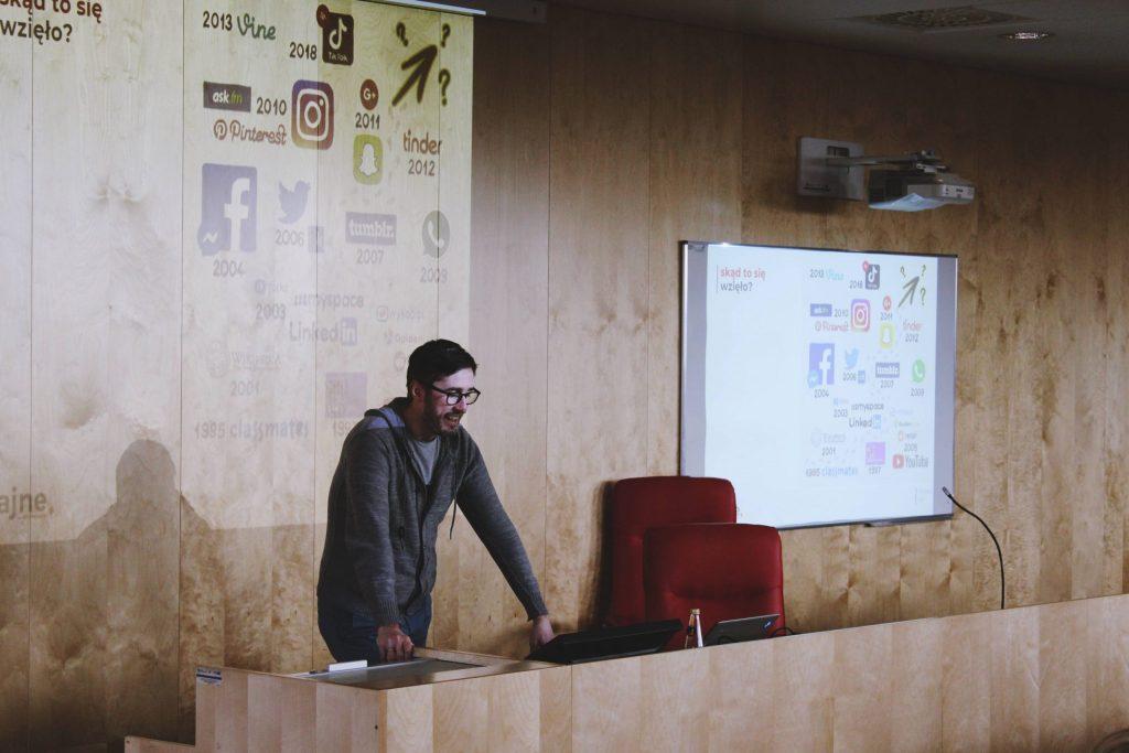 warsztaty-z-Jakubem-Juszyńskim-social-media-scaled-1-1024x683 II etap VI Olimpiady Wiedzy o Mediach